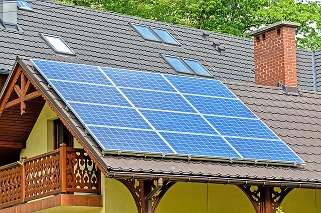 Solarzellen gehören zur energetischen Sanierung.