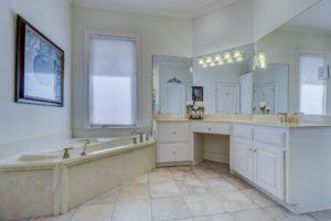 Im Badezimmer sind Fliesen erste Wahl.