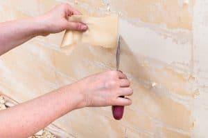 Tapeten entfernen ist gar nicht so schwierig, wenn man weiß, wie es funktioniert.