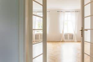 Glastüren sorgen für viel Licht und eine tolle Atmosphäre.