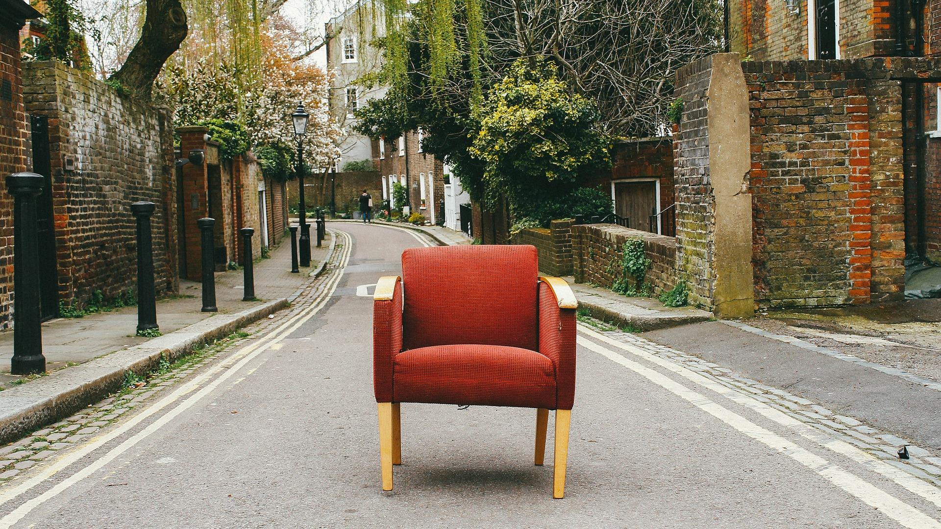 Auch bei der Einrichtung des Wohnzimmers kommt etwa dem Sessel eine große Bedeutung zu. Foto Pexels via pixabay