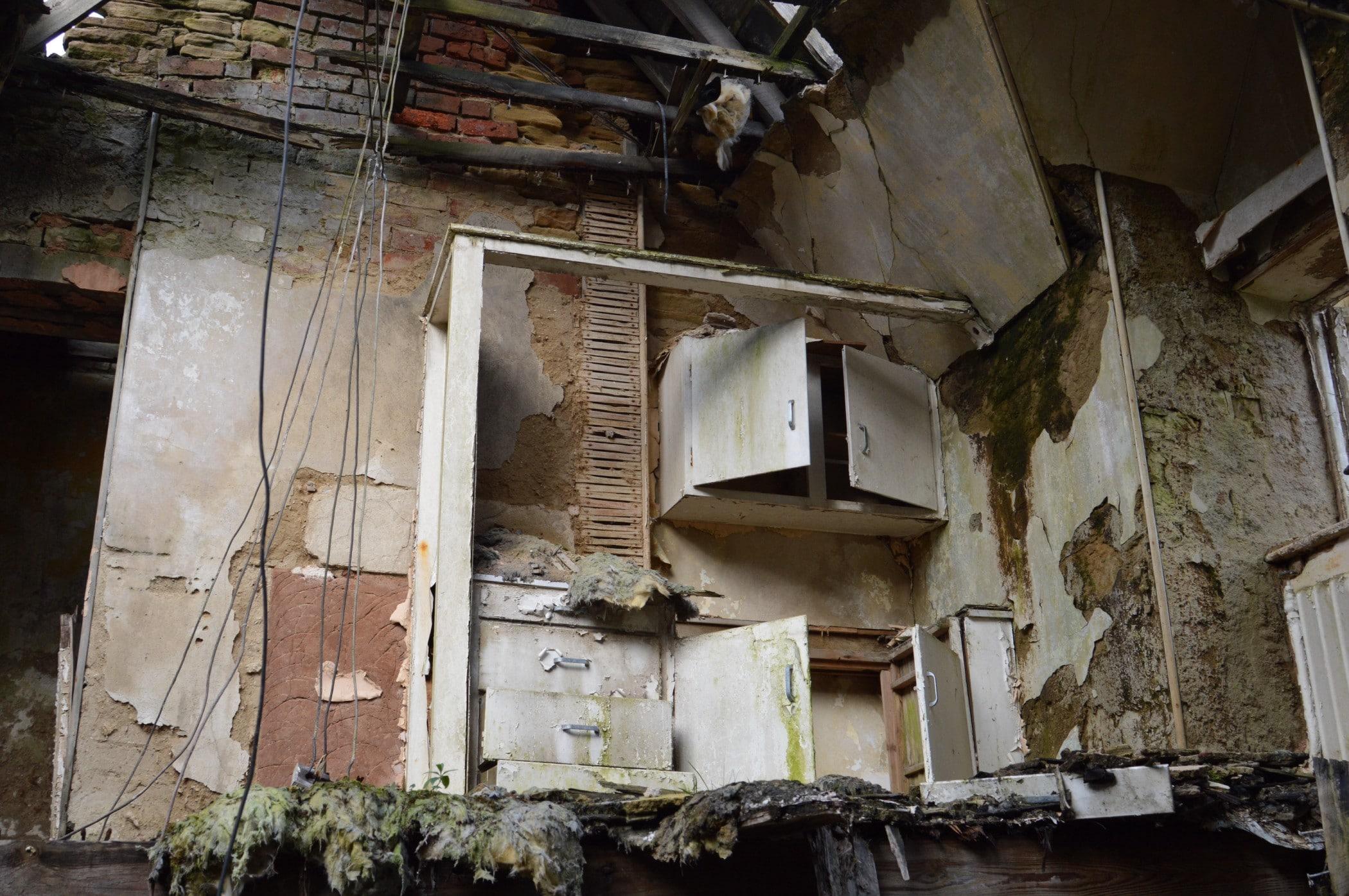 Eine Immobilie, die erheblich renovierungsbedürftig ist. Foto: dr.gjones7 via Twenty20